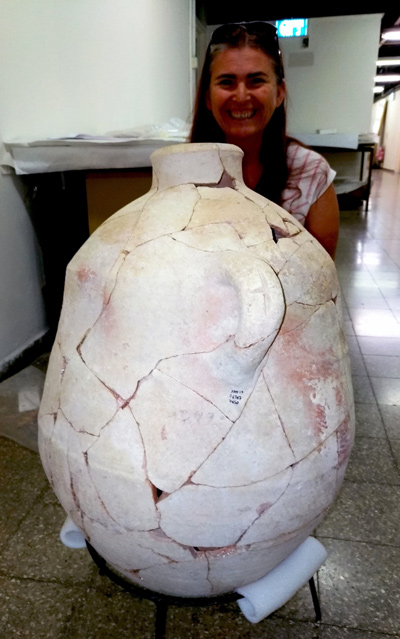 Restorer Adrienne Ganor poses with the inscribed jar found at Abel Beth Maacah Nava Panitz-Cohen